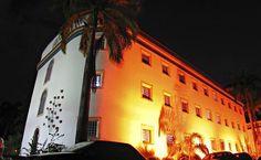 As 150 celas da antiga penitenciária de Recife, deram lugar a lojas que vendem artesanato, xilogravuras e esculturas. A Casa da Cultura também abriga o Museu do Frevo e a Fundação de Desenvolvimento da Cultura Negra