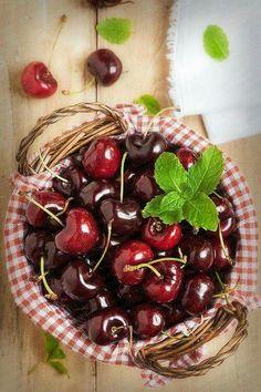 A basketful of yummy cherries!