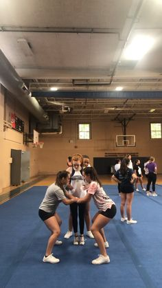 Easy Cheerleading Stunts, Cool Cheer Stunts, Cheerleading Cheers, Cheer Coaches, School Cheerleading, Cheerleading Outfits, Cheer Dance Routines, Cheer Moves, Cheer Workouts