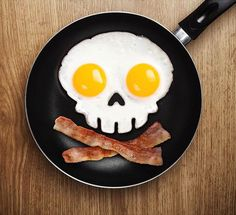This funny side up egg ring creates an attractive fried egg art that looks like a dangerous skull. Just place it in the frying pan, crack two eggs into the ring and get amazing funny shaped fried egg art in seconds for a wonderful breakfast. Halloween Breakfast, Halloween Ideas, Egg Molds, Good Food, Yummy Food, Kitchen Gadgets, Kitchen Tools, Bar Kitchen, Food And Drink