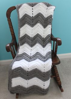 Grey Chevron Baby Blanket. I bet you could make one of these @Beth Rubin Wharton