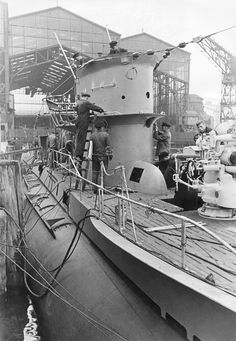 U-Boats ~ 2.WW, Germany arms industry, naval warfare:submarine shipyard - final assembly works. Dtschl. 2/1941 Getty Images ~ BFD