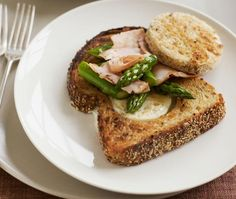 Egg in a Basket with Smoked Turkey and Asparagus Recipe | http://aol.it/1qbrVg5