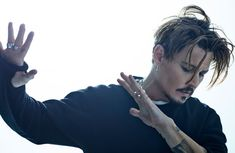 Top Jonny Depp hairstyles When its come to hairstyles especially long hairstyles Jonny Depp is answerable to no one. In Hollywood Jonny Depp is a king. Young Johnny Depp, Here's Johnny, Tim Burton, Jonh Deep, Johnny Depp Pictures, I Love Cinema, Daddy Issues, Pirates Of The Caribbean, Best Actor