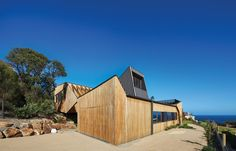 Located in Mt Martha, VIC, Australia, Split House won the 2016 AIA Victorian Architecture Awards, Commendation for Residential New. Architecture Awards, Commercial Architecture, Residential Architecture, Architectural Materials, Architectural Models, Metal Steps, Architect Drawing, Thermal Comfort, Hot House