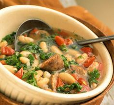 White bean soup with sausage and spinach Serve this hearty high-fiber bean soup recipe for dinner on chilly evenings. Bean Soup Recipes, Kale Recipes, Dinner Recipes, Cooking Recipes, Healthy Recipes, White Bean Soup, White Beans, Kale Soup, Soup And Salad