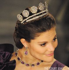 Pascal Le Segretain/Getty Images Today's tiara is one of the sparkliest -- but most divisive -- diadems in the Swedish royal vaults. Indian Jewellery Online, Silver Jewellery Indian, Royal Jewelry, Luxury Jewelry, Silver Jewelry, Branded Jewellery, Royal Tiaras, Tiaras And Crowns, Mens Silver Necklace
