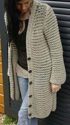 Love this long sweater. Gilet Crochet, Crochet Cardigan, Crochet Yarn, Crochet Shoes, Crochet Clothes, Diy Clothes, Sweater Knitting Patterns, Loom Knitting, Crochet Patterns