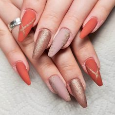 Divine Nails & Beauty, Lenzburg – 076 249 19 48 – www.divnie-nb.ch #nails #nagelstudio #gelnails #acrylnails #maniküre #pediküre #beauty #kosmetik #lashes #wimpern #makeup #volumenwimpern #permanentmakeup #microblading #abendmakeup #augenbrauen #lenzburg #aargau #shellack #hyaluron #tagesmakeup #kinnkorrektur #nasenkorrektur #falten #lippenkorrektur #lippenvergrössern #lippenaufschpritzen #love