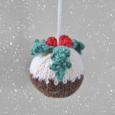 Christmas Pudding Bauble Knitting pattern by Amanda Berry - Christmas Knitting Knitted Christmas Decorations, Knit Christmas Ornaments, Homemade Christmas Decorations, Christmas Stockings, Christmas Crafts, Christmas Tree, Crochet Christmas, Love Knitting, Knitting Patterns Free