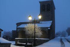 Iglesia de Abínzano con nieve