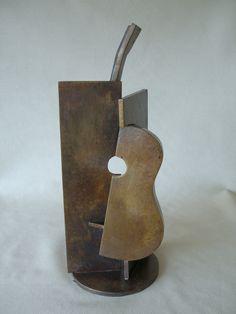 Guitarra I • Bronce patinado • 15 X 15 X 31 cm
