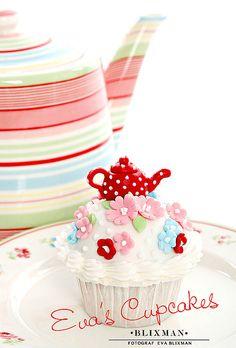 teapot cupcake