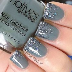 On average, the finger nails grow from 3 to millimeters per month. If it is difficult to change their growth rate, however, it is possible to cheat on their appearance and length through false nails. Fancy Nails, Love Nails, Trendy Nails, How To Do Nails, Gray Nails, Sparkle Nails, 3d Nails, Nail Lacquer, Nail Polish