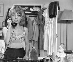 """Krystyna Sienkiewicz była aktorką z charakterem, która w pamięci widzów zapisała się dzięki takim produkcjom jak """"Rodzina Leśniewskich"""", """"Rzeczpospolita Babska"""", a także występom w kabaretach Olgi Lip..."""