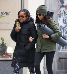 Meghan-Markle-with-her-mom-going-to-Yoga--06-662x732.jpg (662×732)