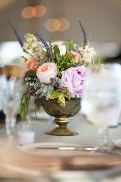 Love this natural-looking centerpiece