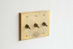 brass-switch-plates-design-trends-remodelista.jpg (1500×1000)