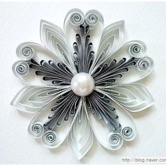 13 Paper Quilling Design Ideas That Will Stun Your Friends Quilling Videos, Paper Quilling For Beginners, Paper Quilling Cards, Paper Quilling Patterns, Neli Quilling, Origami And Quilling, Quilling Paper Craft, Quilling Techniques, Paper Crafts