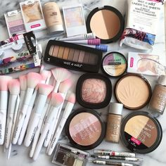 Find images and videos about beauty, makeup and make-up on We Heart It - the app to get lost in what you love. Mac Makeup Tips, Makeup Haul, Makeup Brands, Drugstore Makeup, Makeup Kit, Skin Makeup, Makeup Tools, Makeup Cosmetics, Best Makeup Products