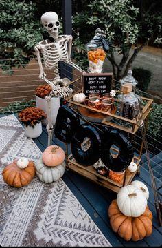 Outdoor Halloween Parties, Adult Halloween Party, Halloween Birthday, Halloween Party Decor, Holidays Halloween, Spooky Halloween, Halloween Treats, Halloween Party Ideas For Adults, Halloween Housewarming Party
