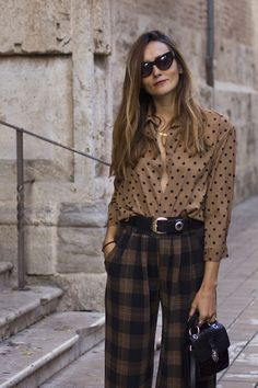 Ways To Style A Button-Down Shirt Plaid pants + dots button down shirt The post Ways To Style A Button-Down Shirt & All around 2 appeared first on Plaid pants . Work Fashion, Fashion 2020, Fashion Prints, Fashion Outfits, Woman Outfits, Fashionable Outfits, Dressy Outfits, Fashion Clothes, Stylish Outfits