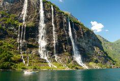 La Cascada de las Siete Hermanas en el fiordo de Geiranger, una maravilla que puedes descubrir en nuestros viajes a Noruega.