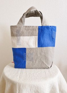 トートバッグ blue - LINDEN Patchwork Bags, Quilted Bag, Japanese Bag, Diy Bags Purses, Denim Tote Bags, Diy Handbag, Craft Bags, Fabric Bags, Leather Fabric