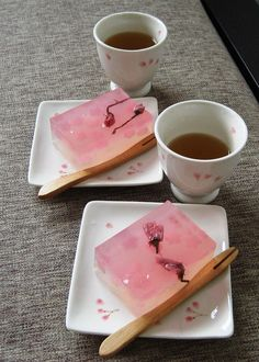 Japanese Sakura flavour dessert with tea~ yum. Japanese Sweets, Japanese Wagashi, Japanese Food, Desserts Japonais, Cute Food, Yummy Food, Jelly Cake, Jelly Jelly, Eat This