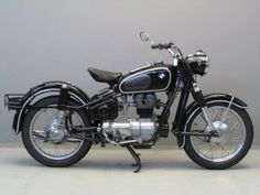 Yesterdays antique motorcycles buying and selling antique motorcycles and related items Classic Motors, Classic Bikes, Classic Cars, Antique Motorcycles, Bmw Motorcycles, Bmw Vintage, Vintage Bikes, Bmw Motors, Bmw Isetta