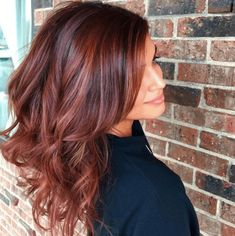 What's the difference between balayage vs highlights? Find out what balayage hair is and discover the best balayage hair colours and techniques to try. Balayage Hair Copper, Auburn Balayage, Balayage Brunette, Hair Color Balayage, Brunette Hair, Red Hair With Balayage, Red Balayage Highlights, Fall Balayage, Red Hair With Highlights