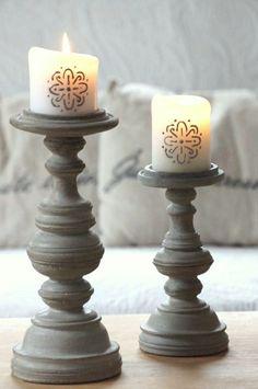 Motif à la peinture-relief sur les bougies.