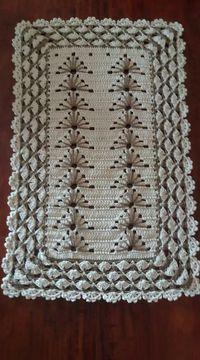 Beige and White Crochet Rug pattern by Julie Oparka Crochet Doily Rug, Crochet Carpet, Crochet Squares, Filet Crochet, Crochet Gifts, Crochet Stitches, Crochet Patterns, Crochet Pincushion, Crochet Crocodile Stitch