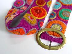 Hermoso cinturon bordado a mano Crochet Art, Cute Crochet, Diy Belts, How To Make Purses, Bohemian Accessories, Boho Bags, Rug Hooking, Handmade Crafts, Hand Embroidery
