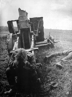 German prisoner of war sitting in front of a destroyed 150 mm sIG 33 heavy infantry gun during the Battle of Kursk. 1943