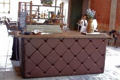 LEATHER TUFTED BAR