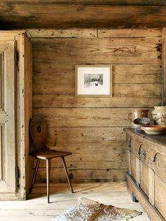 Una casita de madera en los alpes suizos.