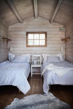 my scandinavian home: Island life: A Pared-Back Swedish Summer Cottage - basic yet pretty guest bedroom with twin beds Cottage Inspiration, Swedish Cottage, Scandinavian Home, Cottage Bedroom, Luxurious Bedrooms, Cottage Interiors, Guest Bedrooms, Beach Cottage Decor, Summer Cottage