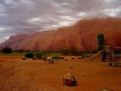 http://bitethedust.com.au/bitingthedust/wp-content/uploads/2009/03/dust-storm-002.jpg