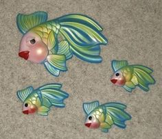 Vintage Miller Chalkware Fish Wall Plaques hanging in the bathroom.and in the aunts bathrooms, and the grandmothers bathrooms, came in different styles and colors.I think everyone and their dog had these in the Vintage Love, Vintage Walls, Retro Vintage, Vintage Sewing, Mid Century Bathroom, Retro Bathrooms, Vintage Mermaid, Vintage Fishing, Mid Century Decor