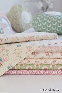 Stoff Blumen - Tildastoff  Dove White - ein Designerstück von suendenherz bei DaWanda