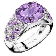 Mauboussin ring Plaisir d'Amour is a true marvel. White gold and adorned with amethyst also pave amethysts and diamonds.