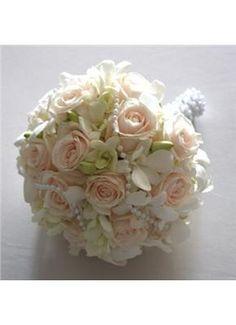 www.gamos.gr -great Gatsby wedding style, bouquet by Avgeris