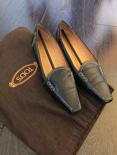 a37169b8b Tod s Navy Women s Pointed-Toe Loafer with Stitching size 7  fashion   clothing