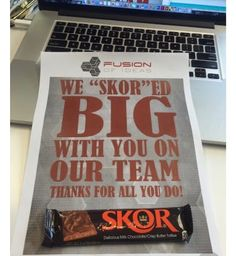 """Skor candy bar and little note on your desk to remind you that you're appreciated! Our Fusion of Ideas company employees just loved the happy """"SKORED big"""" reminder. Staff Gifts, Volunteer Gifts, Team Gifts, Teacher Gifts, Teacher Treats, Employee Appreciation Gifts, Volunteer Appreciation, Employee Gifts, Gifts For Employees"""