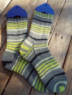 spring leaf stripes *pattern: 56st plain vanilla socks* *yarn: paton's north america kroy socks stripes* *december*