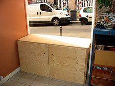 Présentoir modulable en contreplaqué (atelier Sophie Paumelle à Lyon) Outdoor Furniture, Outdoor Decor, Outdoor Storage, Lyon, Toy Chest, Storage Chest, Home Decor, Carpentry, Atelier