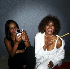 Whitney Houston and Bobbi Kristina attend the Prince concert Whitney Houston, Janet Jackson, Michael Jackson, Beverly Hills, Prince Concert, Bobbi Kristina Brown, Celebrities Before And After, Vintage Black Glamour, Norma Jeane