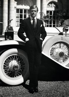 American actor Robert Redford, as Jay Gatsby, leans against a white Rolls Royce in a publicity still from the film 'The Great Gatsby,' based on the novel by F. Scott Fitzgerald and directed by Jack Clayton, Jay Gatsby, Gatsby Style, Gatsby Movie, Gatsby Party, Gatsby Wedding, Robert Redford, The Great Gatsby, Scott Fitzgerald, Viejo Hollywood