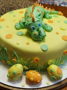Dinosaur Birthday Cakes, Cake Decorating, Desserts, Food, Tailgate Desserts, Deserts, Essen, Postres, Meals